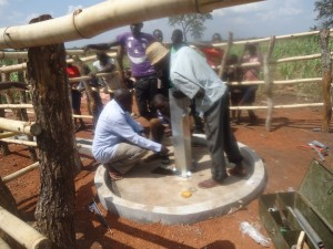 The Water Project : 9-uganda6075-installation