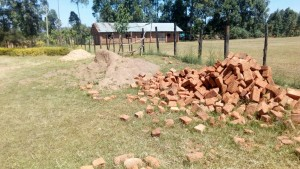 The Water Project : 16-kenya4645-gathering-materials