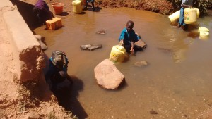 The Water Project : 3-kenya4637-nearby-spring
