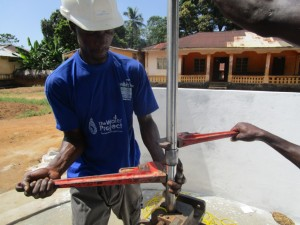 The Water Project : 41-sierraleone5095-pump-installation