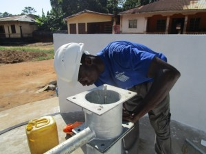 The Water Project : 42-sierraleone5095-pump-installation