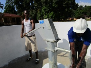 The Water Project : 43-sierraleone5095-pump-installation