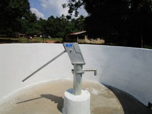The Water Project : 44-sierraleone5095-pump-installation