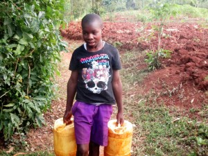 The Water Project : 7-kenya4703-carrying-water