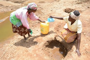 The Water Project : 1-kenya4760-fetching-water