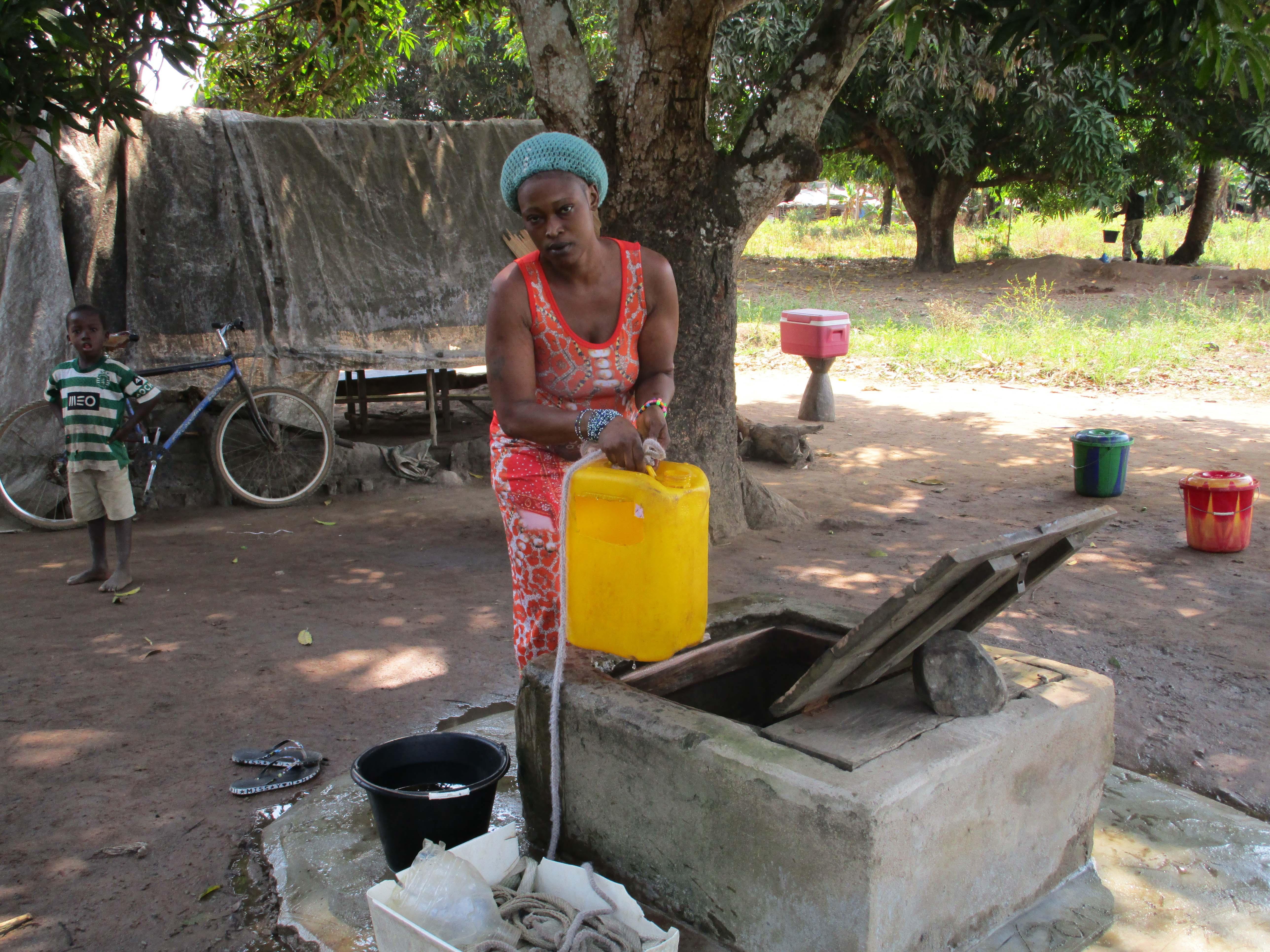 The Water Project : 1-sierraleone5102-alternative-water-source