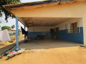 The Water Project : 1-sierraleone5103-house-hold