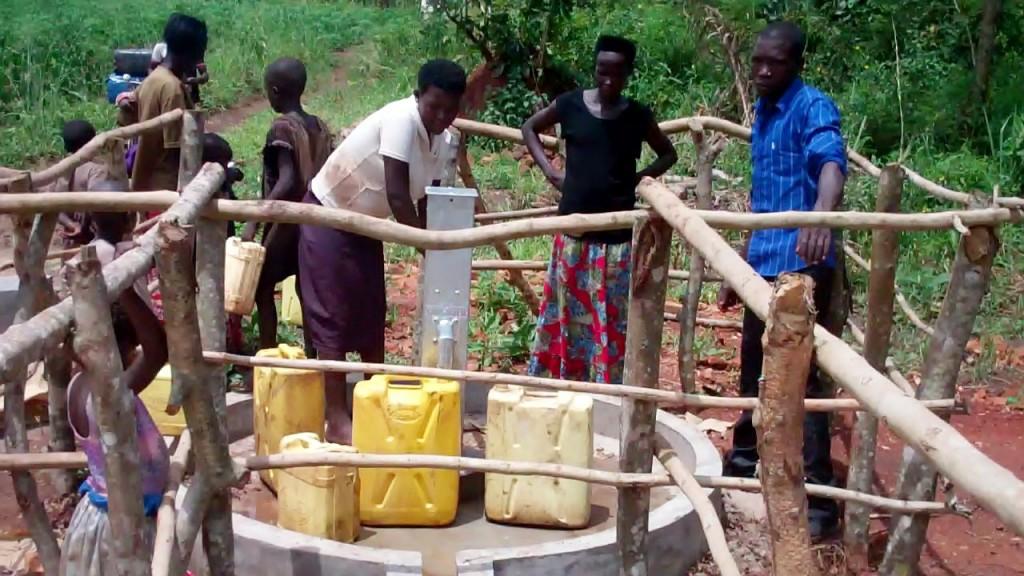 15 uganda6078 clean water