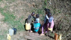 The Water Project : 6-kenya4704-fetching-water
