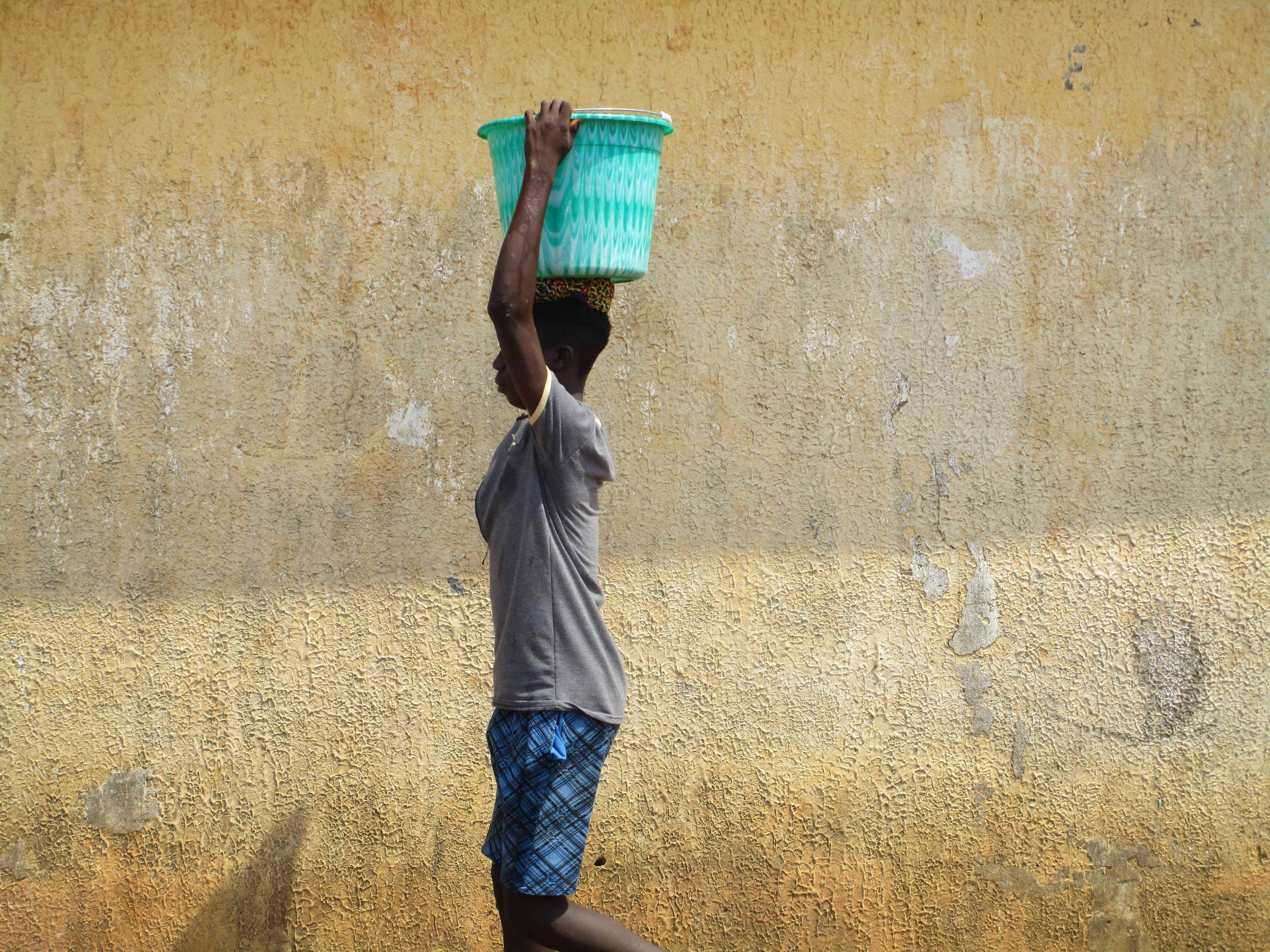 The Water Project : 6-sierraleone5103-carring-water