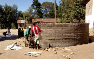 The Water Project : 18-kenya4638-construction