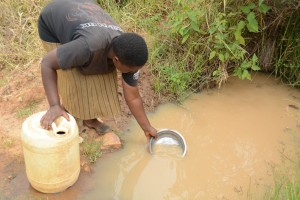 The Water Project : 19-kenya4757-another-dirty-water-source