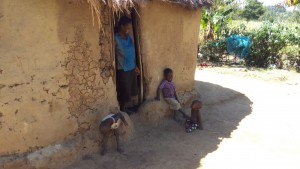 The Water Project : 9-kenya4708-lady-with-her-children