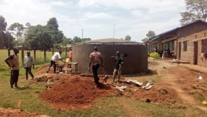 The Water Project : 16-kenya4645-construction