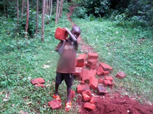 The Water Project : 16-kenya4703-carrying-materials