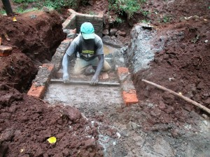 The Water Project : 21-kenya4703-construction