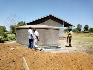 The Water Project : 22-kenya4647-construction