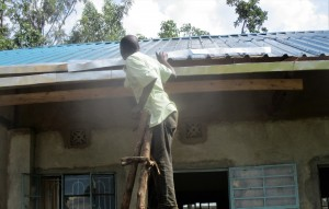 The Water Project : 24-kenya4648-gutter-installation