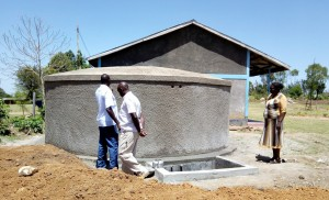 The Water Project : 27-kenya4647-finished-tank