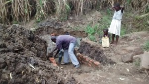 The Water Project : 27-kenya4700-construction