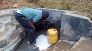 The Water Project : 31-kenya4704-protected-spring