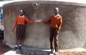The Water Project : 32-kenya4646-finished-tank