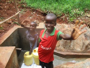 The Water Project : 32-kenya4703-protected-spring