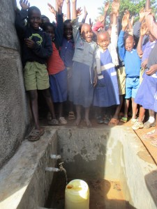 The Water Project : 33-kenya4642-finished-tank
