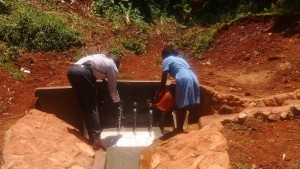 The Water Project : 33-kenya4708-protected-spring