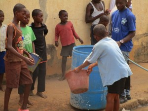 The Water Project : 35-sierraleone5103-yield-testing