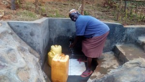 The Water Project : 36-kenya4704-protected-spring