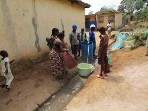 The Water Project : 36-sierraleone5103-yield-testing