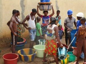 The Water Project : 37-sierraleone5103-yield-testing