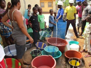 The Water Project : 38-sierraleone5103-yield-testing