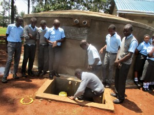 The Water Project : 40-kenya4643-finished-tank