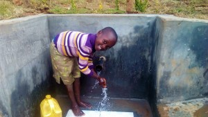 The Water Project : 40-kenya4704-protected-spring