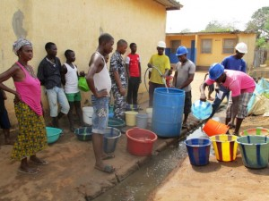 The Water Project : 40-sierraleone5103-yield-testing