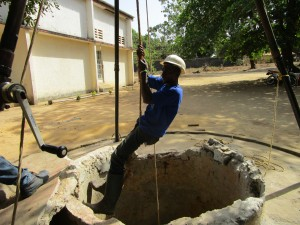 The Water Project : 42-sierraleone5102-construction