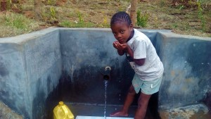 The Water Project : 45-kenya4704-protected-spring