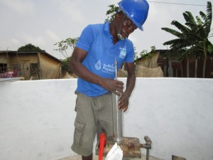 The Water Project : 47-sierraleone5103-pump-installation