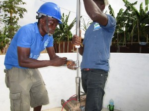 The Water Project : 51-sierraleone5103-pump-installation