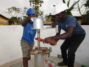 The Water Project : 52-sierraleone5103-pump-installation