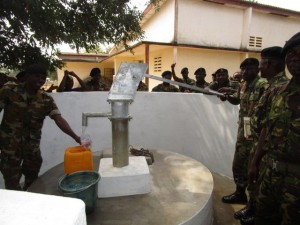The Water Project : 57-sierraleone5102-clean-water