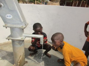 The Water Project : 60-sierraleone5103-clean-water
