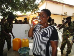 The Water Project : 61-sierraleone5102-clean-water
