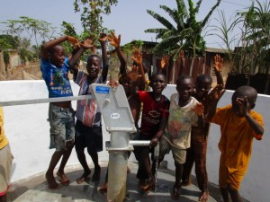 The Water Project : 61-sierraleone5103-clean-water