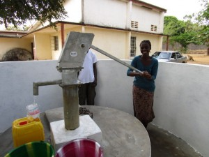 The Water Project : 65-sierraleone5102-clean-water