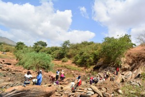 The Water Project : 12-kenya4760-trenching