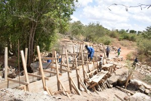 The Water Project : 21-kenya4756-construction