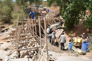The Water Project : 22-kenya4756-construction